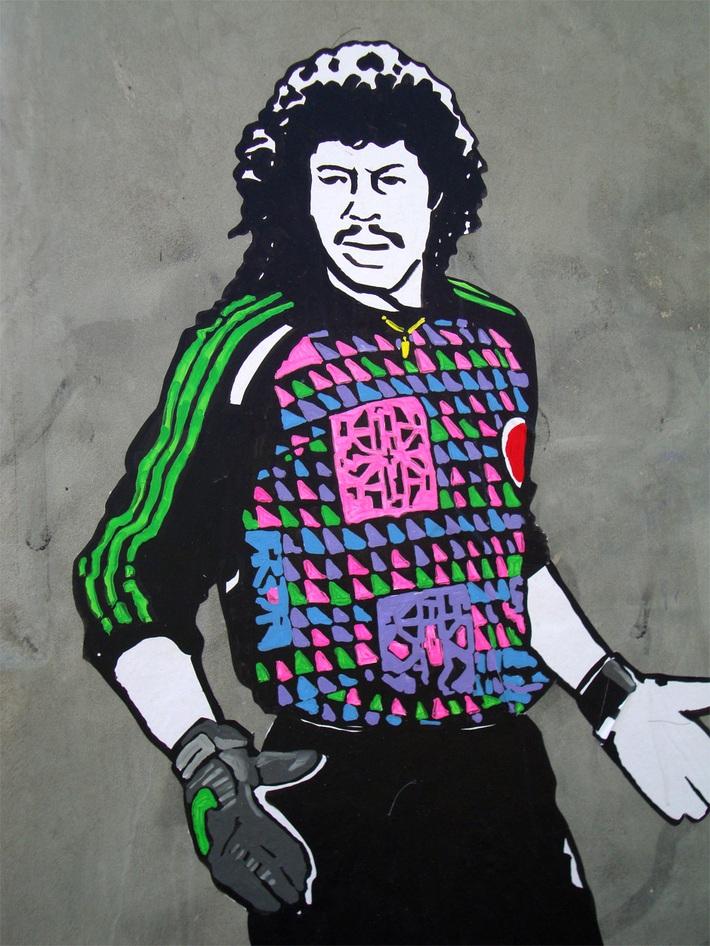 Thủ môn kỳ dị nhất lịch sử bóng đá thế giới: Cú đá bọ cạp và án tù vì trùm ma túy Escobar - Ảnh 10.