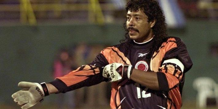 Thủ môn kỳ dị nhất lịch sử bóng đá thế giới: Cú đá bọ cạp và án tù vì trùm ma túy Escobar - Ảnh 2.