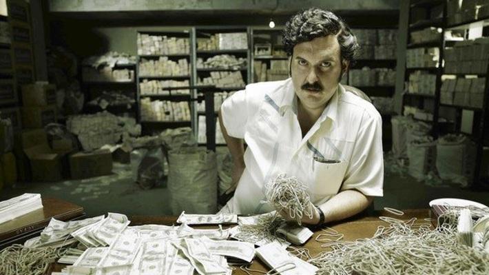 Ông trùm với khối tài sản 50 tỷ USD và màn chơi trội mời Maradona vào tù... đá bóng - Ảnh 2.