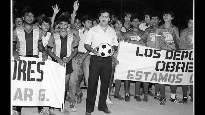 Ông trùm với khối tài sản 50 tỷ USD và màn chơi trội mời Maradona vào tù... đá bóng - Ảnh 4.