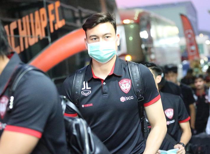 Văn Lâm tập luyện không ngơi nghỉ, CLB Thái Lan tiết lộ lý do thật sự khiến anh mất suất bắt chính - Ảnh 2.