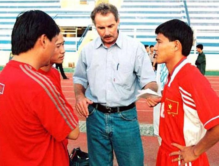 Kỷ lục khó xô đổ của bóng đá Việt Nam và nỗi đau day dứt bởi độc chiêu từ người Thái - Ảnh 1.