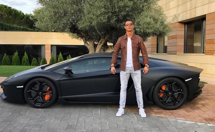 Tiết lộ: Ronaldo từng phải chịu luật rừng ở Juventus, móc tiền mua quà tặng cả đội - Ảnh 6.