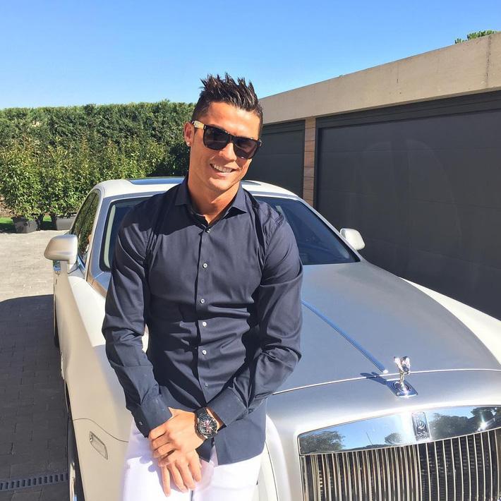 Tiết lộ: Ronaldo từng phải chịu luật rừng ở Juventus, móc tiền mua quà tặng cả đội - Ảnh 7.