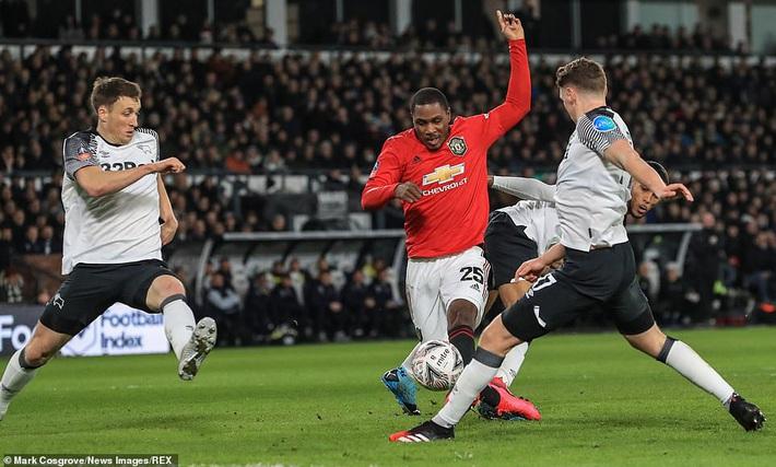 Rooney ôm mặt thất vọng, Man United đại thắng nhờ sát thủ trở về từ Trung Quốc - Ảnh 1.
