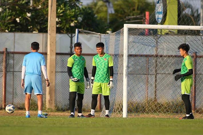 SỐC: Thủ môn U23 Việt Nam vướng vào đại án nhường điểm, dính án phạt cực nặng từ VFF - Ảnh 1.