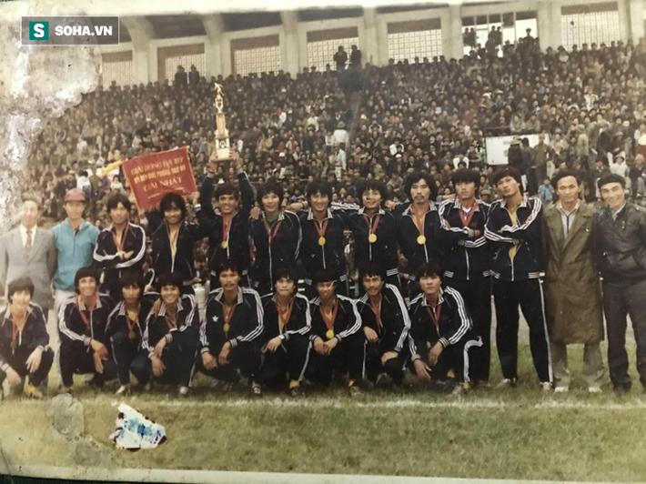 """HLV """"đen"""" nhất bóng đá Việt: Quẻ bói định mệnh và 3 lần đội bị giải thể, 1 lần… xộ khám - Ảnh 4."""