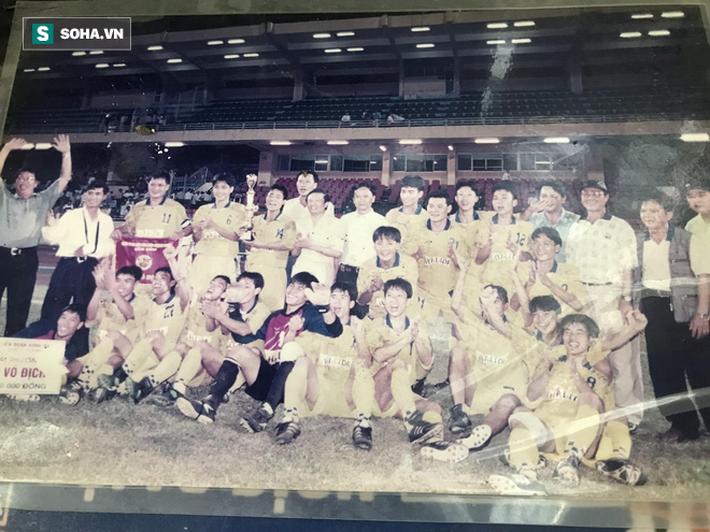 """HLV """"đen"""" nhất bóng đá Việt: Quẻ bói định mệnh và 3 lần đội bị giải thể, 1 lần… xộ khám - Ảnh 6."""