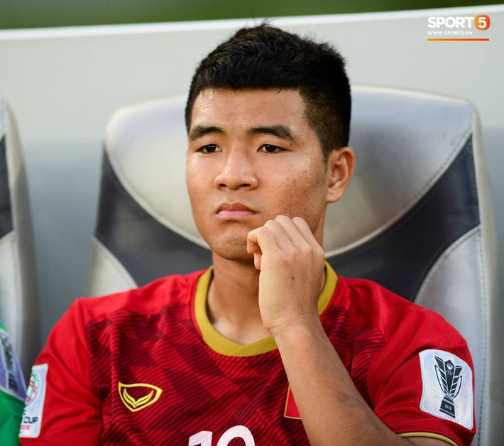 Chuyện tóc tai mùa dịch của cầu thủ: Đức Chinh cố thủ không để thầy cắt tóc, bất ngờ với Đình Trọng râu ria xồm xoàm - Ảnh 3.