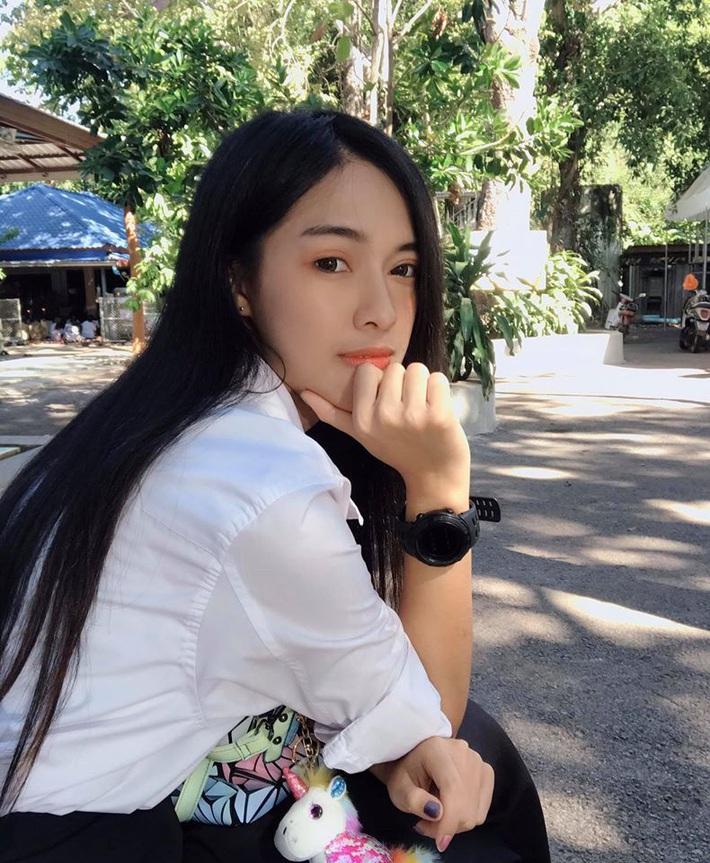 Nữ trọng tài xinh đẹp khiến báo Thái Lan mê mẩn, không ngớt lời ca ngợi - Ảnh 10.