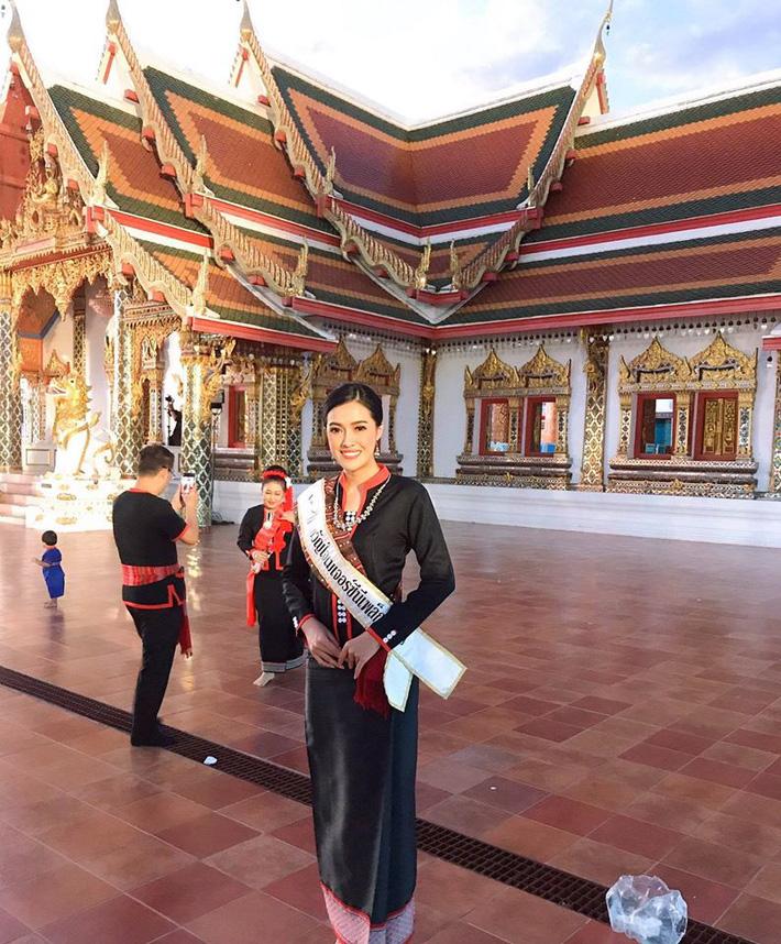 Nữ trọng tài xinh đẹp khiến báo Thái Lan mê mẩn, không ngớt lời ca ngợi - Ảnh 16.