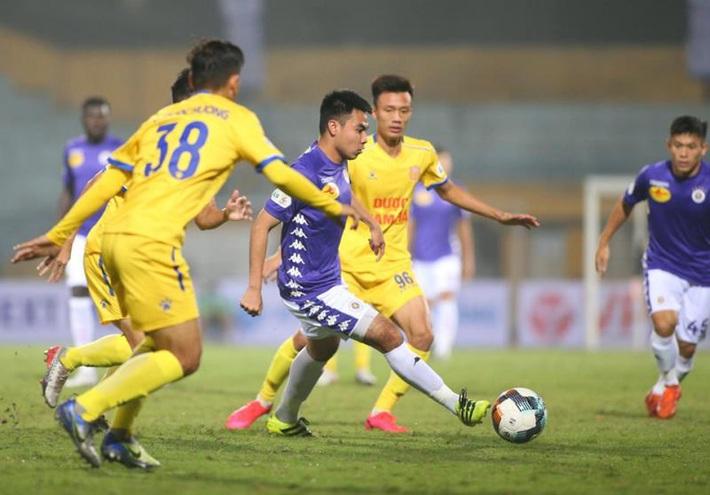 Các đội V-League tái khởi động: Tuân thủ chỉ dẫn sức khỏe, xua nỗi lo thể lực  - Ảnh 1.