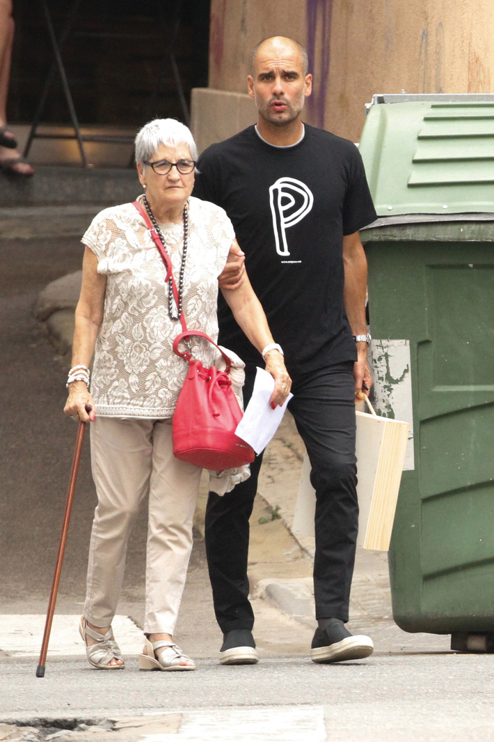 Mẹ của HLV Pep Guardiola qua đời vì dịch Covid-19 - Ảnh 1.