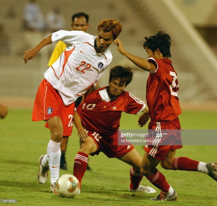 Văn Quyến xuất quỷ nhập thần, Việt Nam hạ đội hạng tư World Cup nhờ một đội hình kỳ lạ - Ảnh 4.