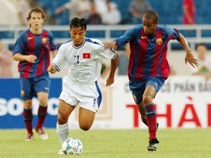 Vắng Messi, dàn sao trẻ Barca gục ngã trước Việt Nam bởi bước chạy thần tốc của Công Vinh - Ảnh 2.