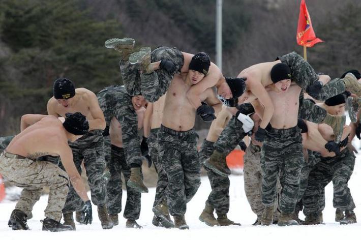 Khóa huấn luyện quân sự Son Heung-min tham gia khắc nghiệt thế nào? - Ảnh 2.