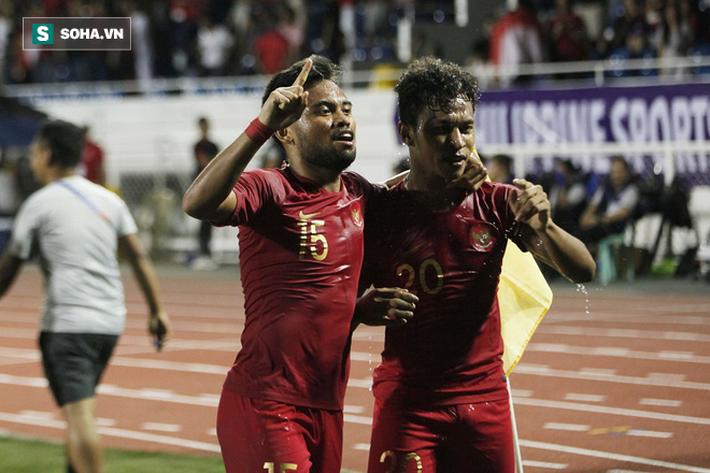 Hà Đức Chinh được sát thủ của U22 Indonesia khen hết lời trên trang chủ FIFA - Ảnh 1.