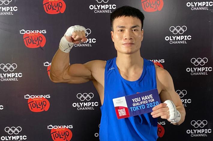 Võ sĩ boxing Nguyễn Văn Đương: Bật dậy sau cú sốc và tấm vé dự Olympic 2020 - Ảnh 1.