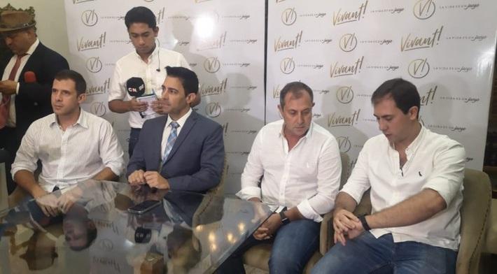Không phải Messi, ai chi tiền cho tù nhân Ronaldinho sống trong khách sạng hạng sang? - Ảnh 3.