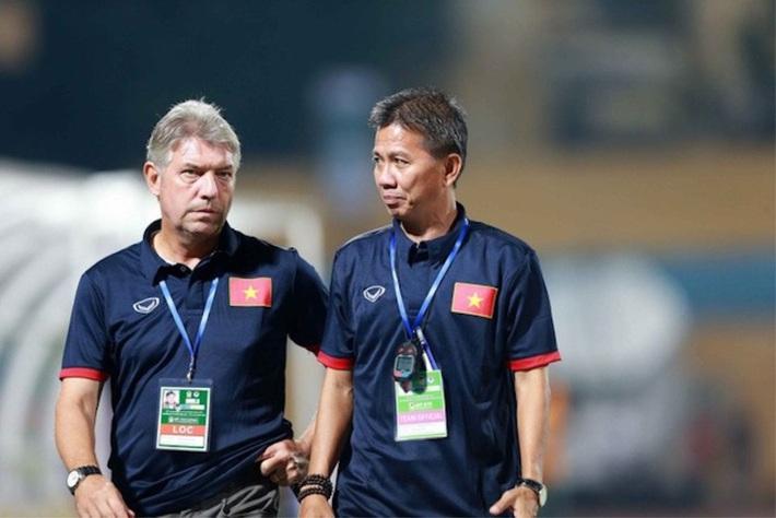 Hình ảnh: Bóng đá Việt Nam và nỗi  lo đạo đức cầu thủ: Bầu Đức đã đúng số 1