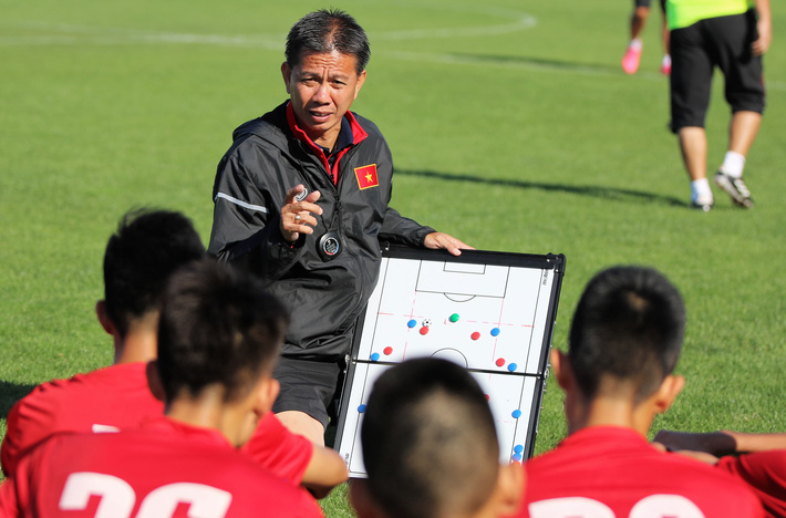 Hình ảnh: Bóng đá Việt Nam và nỗi  lo đạo đức cầu thủ: Bầu Đức đã đúng số 2
