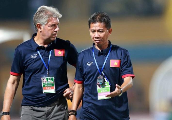 HLV Nguyễn Thành Vinh: Cầu thủ Việt Nam từ trẻ đến lớn đều chưa chuyên nghiệp - Ảnh 2.