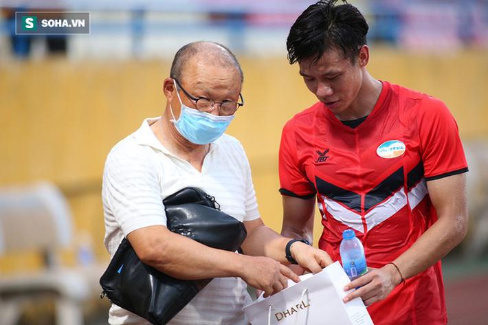 HLV Park Hang-seo tặng món quà bất ngờ cho Quế Ngọc Hải, Viettel bại dưới tay Hà Nội FC - Ảnh 7.