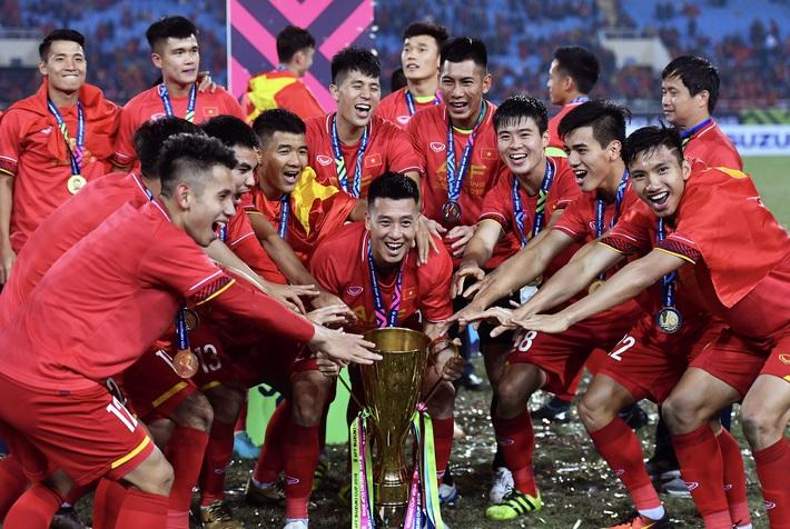 HLV Lê Thụy Hải: Bóng đá Việt chưa chuyên nghiệp mà muốn làm việc chuyên nghiệp thì khó! - Ảnh 2.