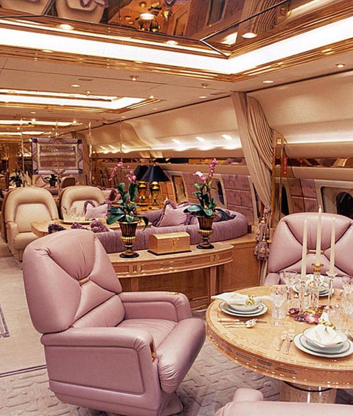 Ngắm cung điện bay 80 triệu USD của tỉ phú Abramovich - Ảnh 1.