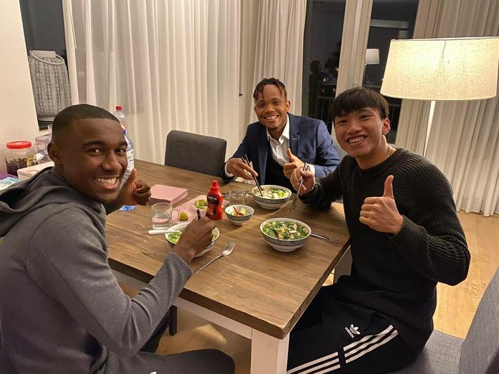Bạn thân của Văn Hậu có giá cao bất ngờ, hậu vệ Việt Nam thêm động lực phấn đấu tại Hà Lan - Ảnh 2.