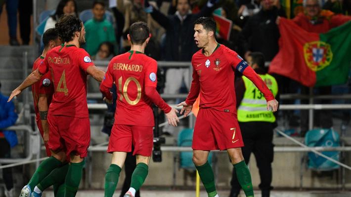 Xứng danh thủ lĩnh, Ronaldo dang tay cứu giúp hàng nghìn đồng nghiệp sa cơ lỡ vận - Ảnh 1.