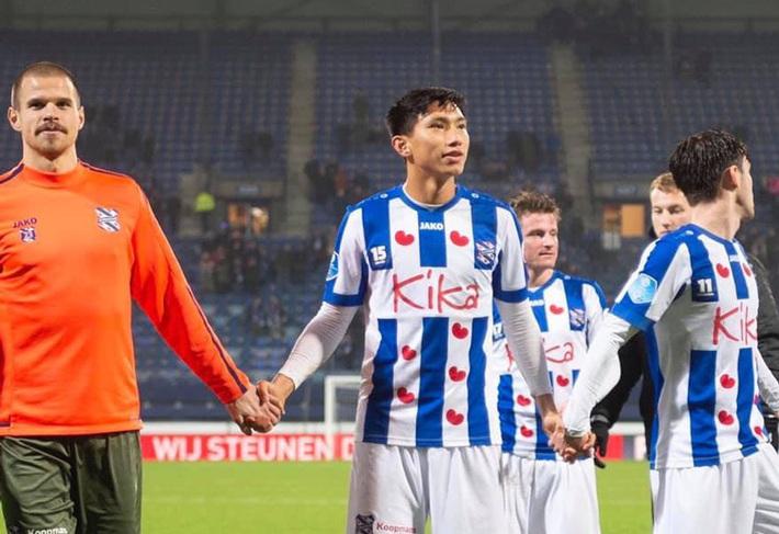 HLV Heerenveen nói Văn Hậu đã rất gần đội một, fan Việt Nam lại sợ ăn quả lừa - Ảnh 1.