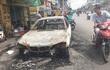 BMW cháy rụi trên đường Sài Gòn, tài xế bung cửa thoát thân
