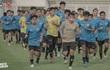 'Đối thủ' của ông Park đi trước tuyển Việt Nam một bước
