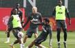 Van De Beek đá cặp Bruno Fernandes, so tài Paul Pogba trong trận đấu nội bộ của MU