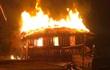 """Bắt giữ """"nghịch tử"""" đuổi chém bố mẹ rồi châm lửa đốt nhà sau lời thách đố của bạn"""