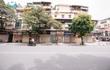 Các con phố buôn bán tại Hà Nội vẫn im lìm chờ ngày mở cửa trở lại