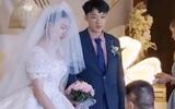 Giữa hôn lễ, phù rể bất ngờ quỳ xuống trao nhẫn cho cô dâu khiến cả hội hôn 'toát mồ hôi hột': Lời giải thích kịp thời đã cứu nguy!