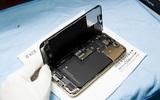 Hình ảnh 'mổ bụng' chiếc iPhone 13 Pro Max đầu tiên tại Việt Nam, bên trong chiếc smartphone xịn xò này có gì?