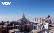 Nhiệt độ Sa Pa còn 7,1 độ, đỉnh Fansipan xuất hiện sương muối