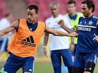 """CĐV Man United, Chelsea mơ được như """"fan cuồng cởi trần"""""""