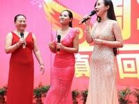 Điểm mặt những cặp đôi không khác bố con của showbiz Hoa ngữ