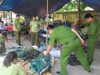 Thanh tra xây dựng xé áo CSGT, ném thiết bị đo nồng độ cồn