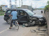 Ô tô Công an đâm vào rào chắn: 1 người tử vong, nhiều xe máy rơi xuống sông