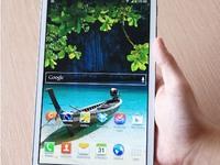 Cận cảnh Galaxy S4 LTE-A màu đỏ tía tại Việt Nam