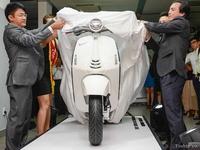 Vespa 946 nhập ngoài giá cao hơn chính hãng