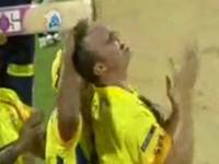 Confederations Cup mở màn bằng mỹ nhân và… bạo loạn