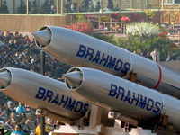 Vì sao Việt Nam bỏ qua 'cơ hội vàng' mua tên lửa Trung Quốc thèm muốn?