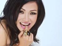 Bạn bè cảm phục và thót tim mong bình an cho Phương Thanh sau show diễn Siu Black