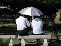 """Những chuyện kỳ lạ ở Triều Tiên: Cô dâu """"lén lút"""" mặc váy trắng"""